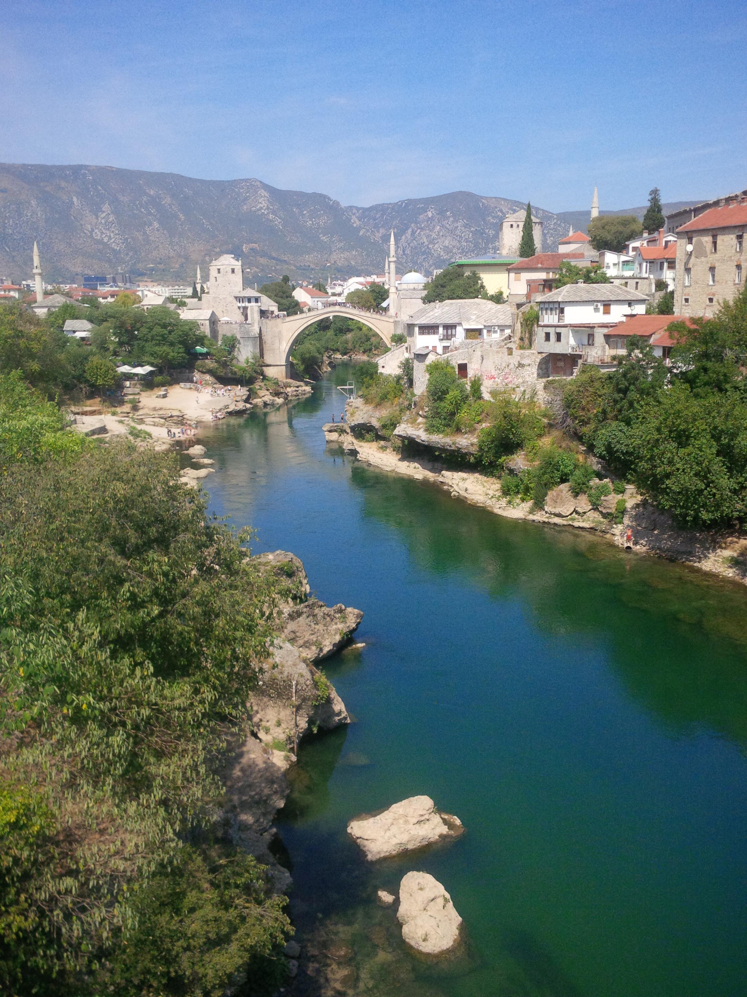 Öreg híd (Stari Most)  látképe  a szemben lévő hídról