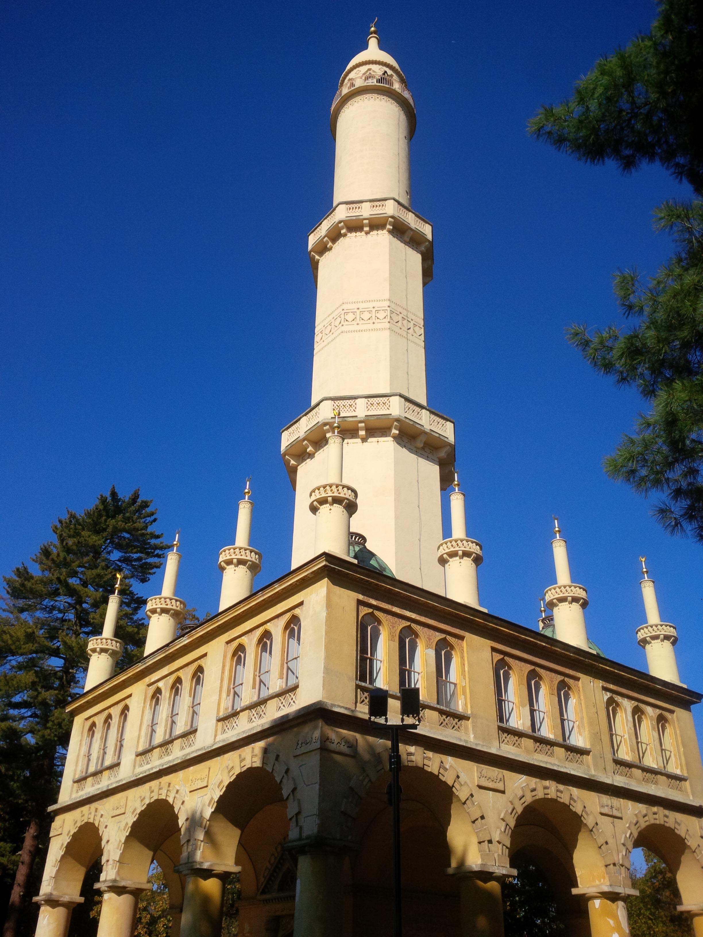 a minaret 60 méteres magasságba törő tornya