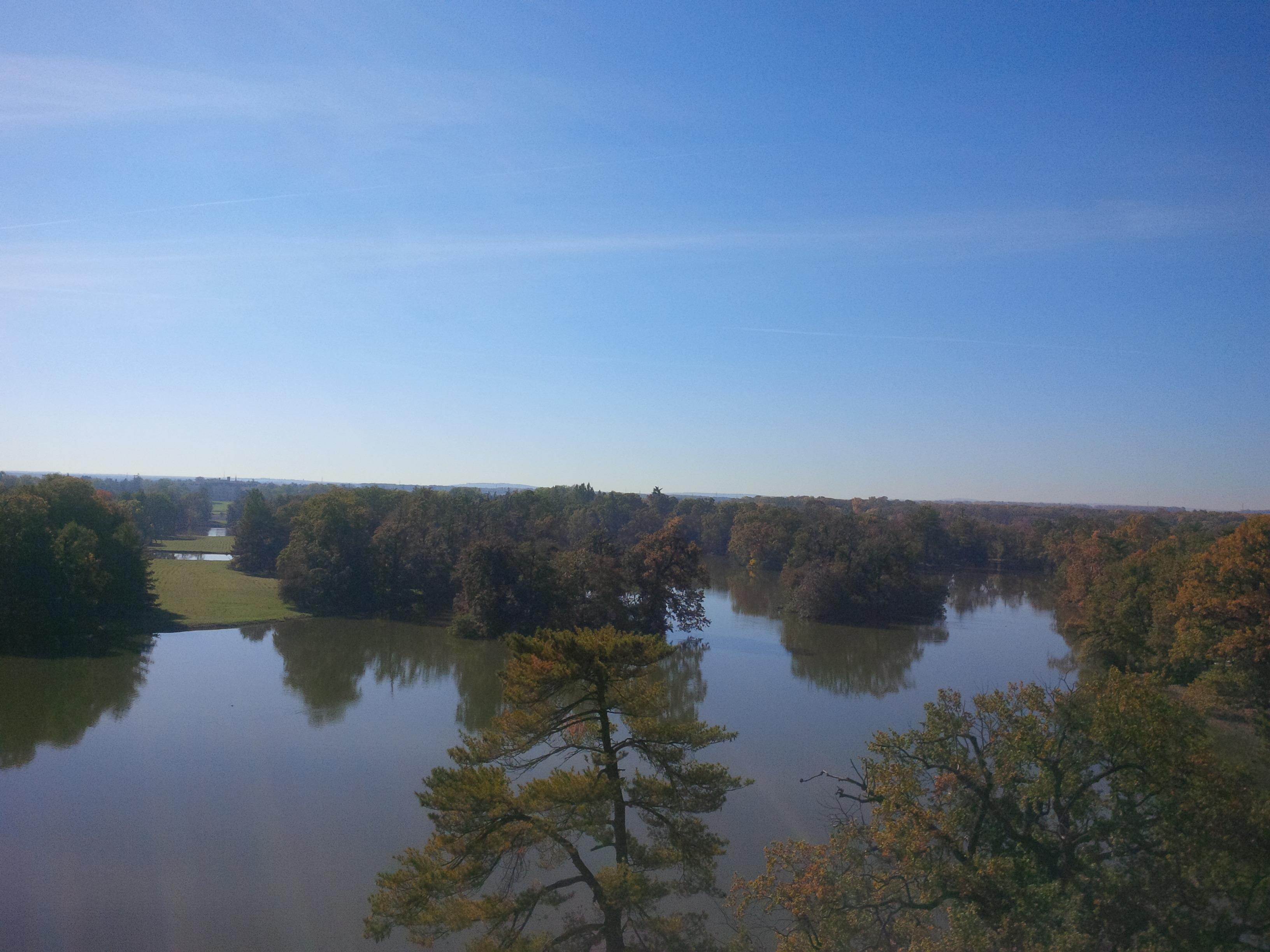 kilátás a minaret tetejéről - a Dyje-folyó és szigetei