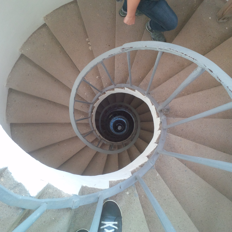 minaret tetejére fel- és levezető lépcsősor (302 darab)