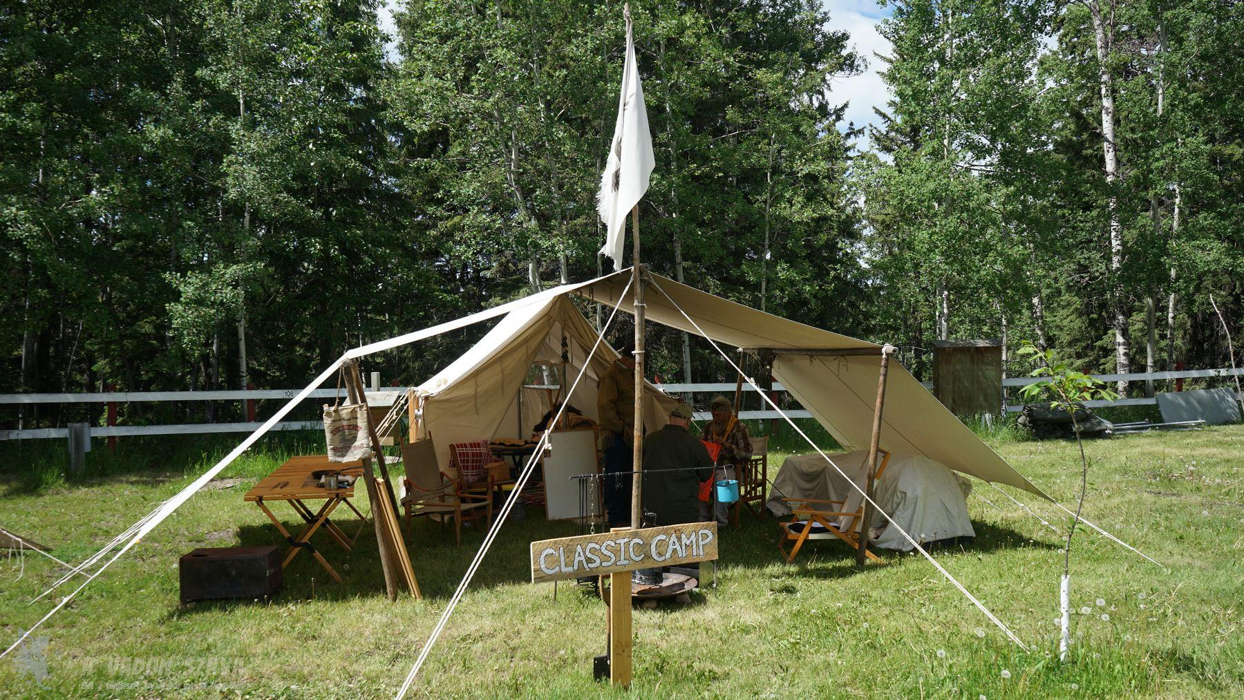 David Wescott századfordulós hangulatú sátra