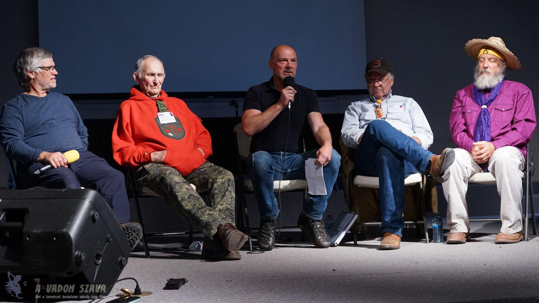 A bushcraft észak-amerikai titánjai: André-François Bourbeau, Mors Kochanski, Les Stroud (ezúttal moderátorként), David Wescott és David Holladay