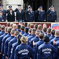 Lesajnált tűzoltók, rendőrök, börtönőrök