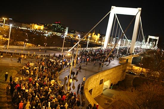 20121212-hook-tuntetes-demonstracio-a-csokkentett70.jpg