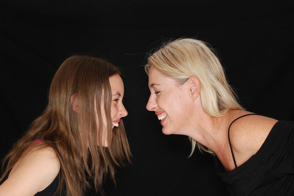 Serdülőkor – kergülőkor! Avagy honnan tudhatod, hogy a lányod kamaszkorba lépett?