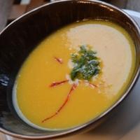 Sáfrányos sütőtökkrém leves thai fűszerekkel