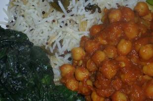 Paradicsomos csicseriborsó-curry