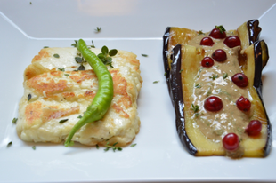 Sült sajt és padlizsán joghurtos öntettel