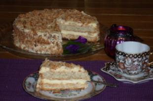 Kijevi torta kesudióval