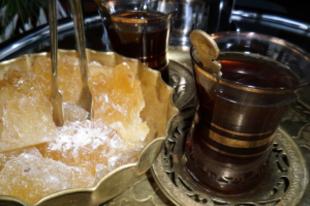 Arab tea sáfrányos kandiscukorral