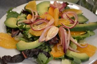 Narancsos avokádó saláta