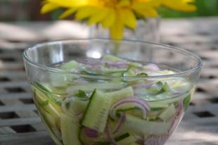 Frissítő uborka saláta