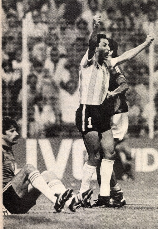 idokapszula_1982_spanyolorszagi_labdarugo_vilagbajnoksag_argentina_magyarorszag_meszaros_balint_ardiles.jpg