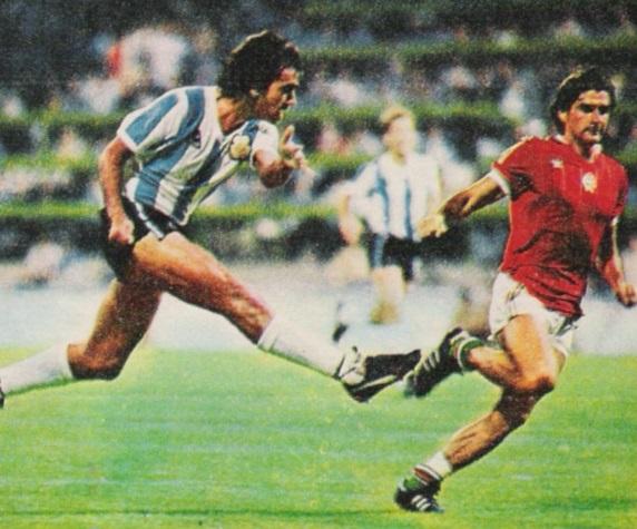 idokapszula_1982_spanyolorszagi_labdarugo_vilagbajnoksag_argentina_magyarorszag_olguin_toth_jozsef.jpg
