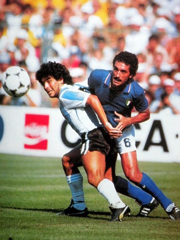 idokapszula_1982_spanyolorszagi_labdarugo_vilagbajnoksag_kozepdontok_olszorszag_argentina_claudio_gentile_maradona.jpg