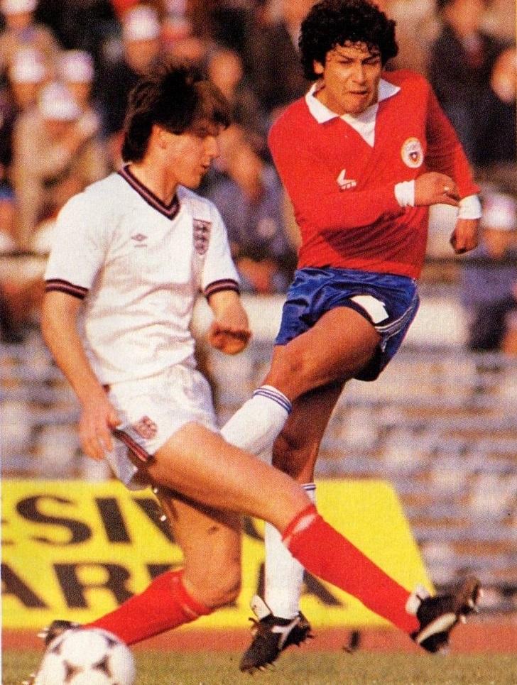 idokapszula_1984_franciaorszagi_labdarugo_europa-bajnoksag_csoportkorok_chile_anglia_jorge_aravena.jpg