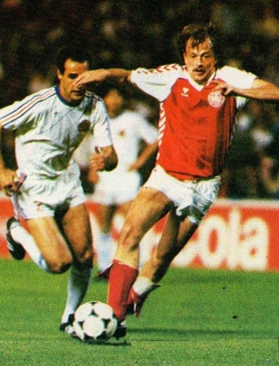 idokapszula_1984_franciaorszagi_labdarugo_europa-bajnoksag_csoportkorok_dania_jugoszlavia_sztojkovics_bergreen.jpg