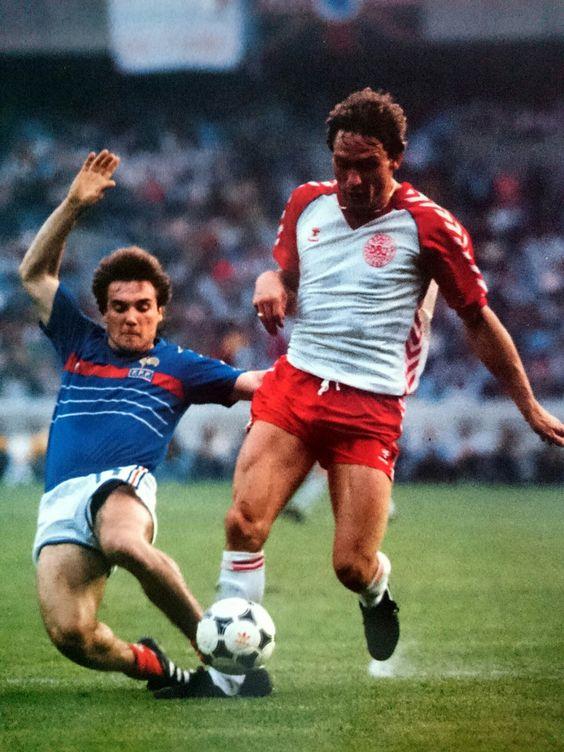 idokapszula_1984_franciaorszagi_labdarugo_europa-bajnoksag_csoportkorok_franciaorszag_dania_bruno_bellone_preben_elkjaer_larsen.jpg
