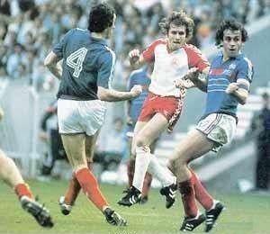 idokapszula_1984_franciaorszagi_labdarugo_europa-bajnoksag_csoportkorok_franciaorszag_dania_platini.jpg