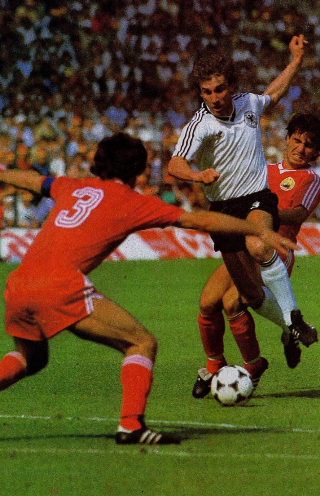 idokapszula_1984_franciaorszagi_labdarugo_europa-bajnoksag_csoportkorok_nszk_romania_stefanescu_voller.jpg
