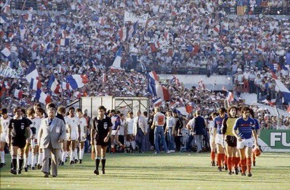 idokapszula_1984_franciaorszagi_labdarugo_europa-bajnoksag_elodontok_es_a_donto_franciaorszag_portugalia_bevonulas.jpg