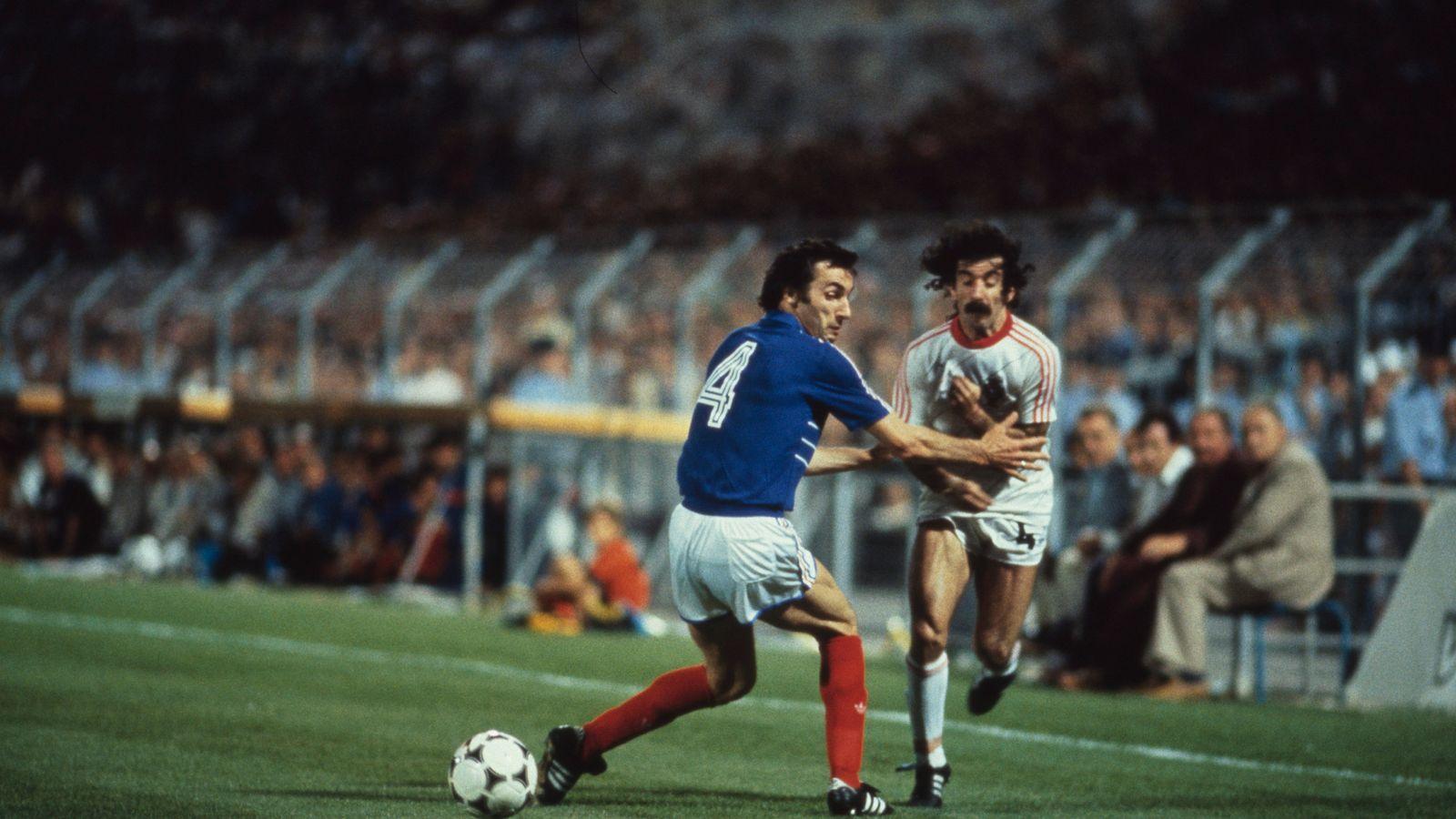 idokapszula_1984_franciaorszagi_labdarugo_europa-bajnoksag_elodontok_es_a_donto_franciaorszag_portugalia_maxim_bossis_fernando_chalana.jpg