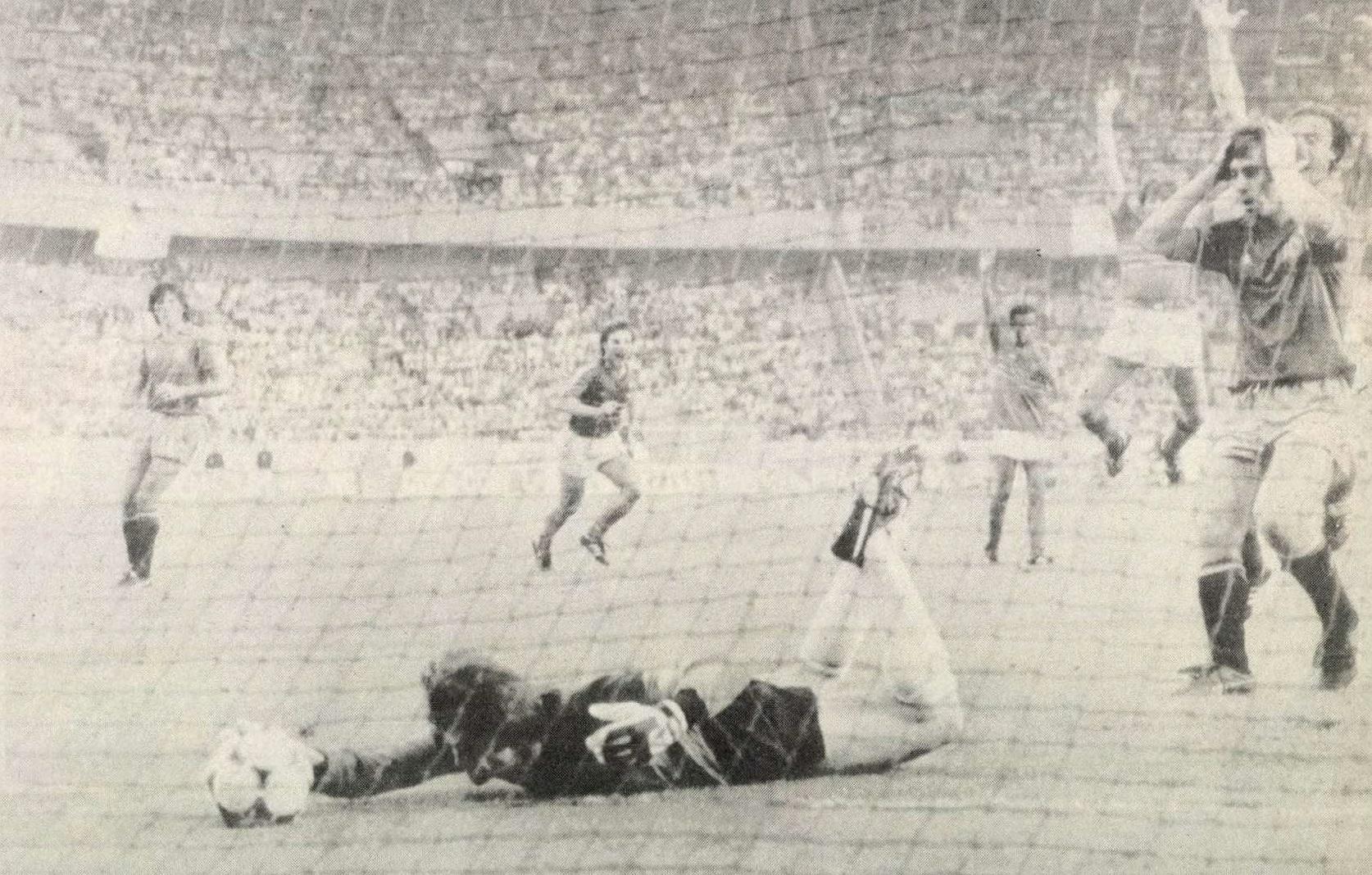 idokapszula_1984_franciaorszagi_labdarugo_europa-bajnoksag_elodontok_es_a_donto_franciaorszag_spanyolorszag_arconada_2.jpg