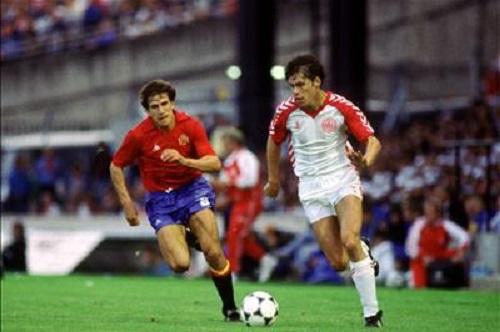 idokapszula_1984_franciaorszagi_labdarugo_europa-bajnoksag_elodontok_es_a_donto_spanyolorszag_dania_frank_arnesen_victor_munoz.jpg