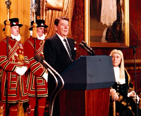 idokapszula_nb_i_1981_82_tavaszi_zaras_statisztikak_ronald_reagan_brit_parlament.jpg