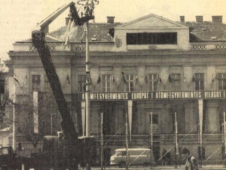 idokapszula_nb_i_1983_84_24_fordulo_budapest_felvonulasi_ter.jpg