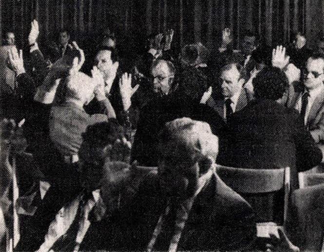idokapszula_nb_i_1983_84_27_fordulo_mob_egyhangu_szavazas.jpg