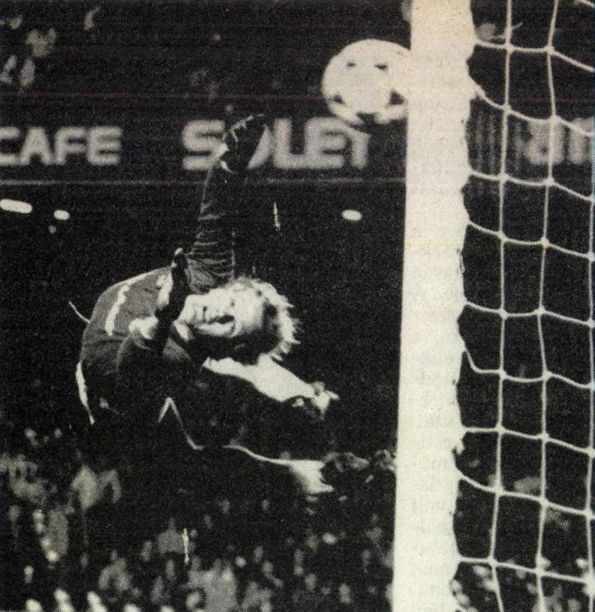 idokapszula_nb_i_1983_84_klubcsapataink_nemzetkozi_kupaszereplese_3_fordulo_1_kor_kupaszerda_barcelona_manchester_united_bailey.jpg