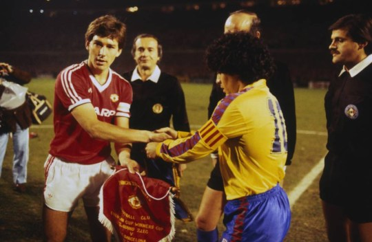 idokapszula_nb_i_1983_84_klubcsapataink_nemzetkozi_kupaszereplese_3_fordulo_2_kor_kupaszerda_manchester_united_barcelona_bryan_robson_diego_maradona.jpg