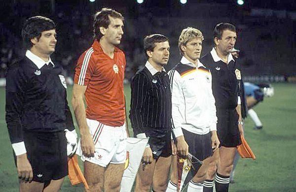 idokapszula_nb_i_1983_84_magyarorszag_nszk_merkozes_csapatkapitanyok.jpg