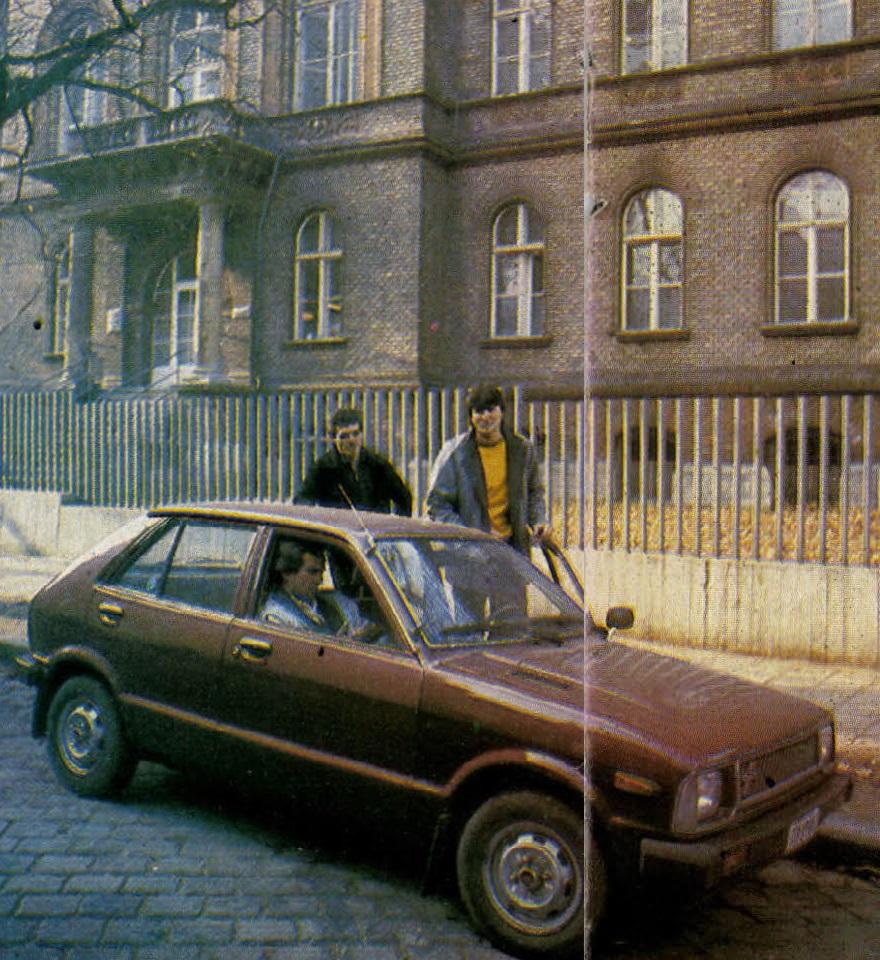 idokapszula_nb_i_1983_84_oszi_zaras_merlegen_a_felsohaz_magyar_labdarugo_valogatott_dajka_bodonyi_nagy_antal.jpg