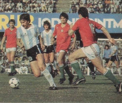 idokapszula_nb_i_1983_84_oszi_zaras_tabellaparade_argentina_magyarorszag_kiss_laszlo_carlos_arregui_magos_szabo_gabor.jpg