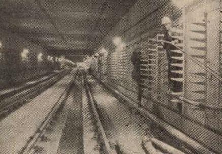 idokapszula_nb_i_1983_84_tavaszi_zaras_merlegen_az_alsohaz_eszak_deli_metro.jpg