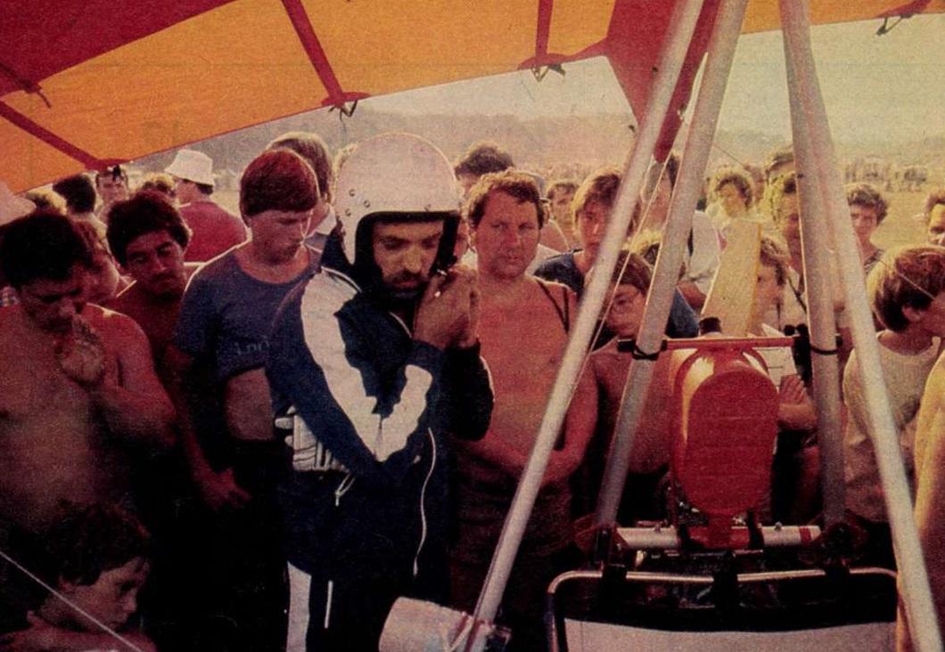 idokapszula_nb_i_1983_84_tavaszi_zaras_tabellaparade_pusztavacsi_bekefesztival_motoros_sarkanyrepulo.jpg