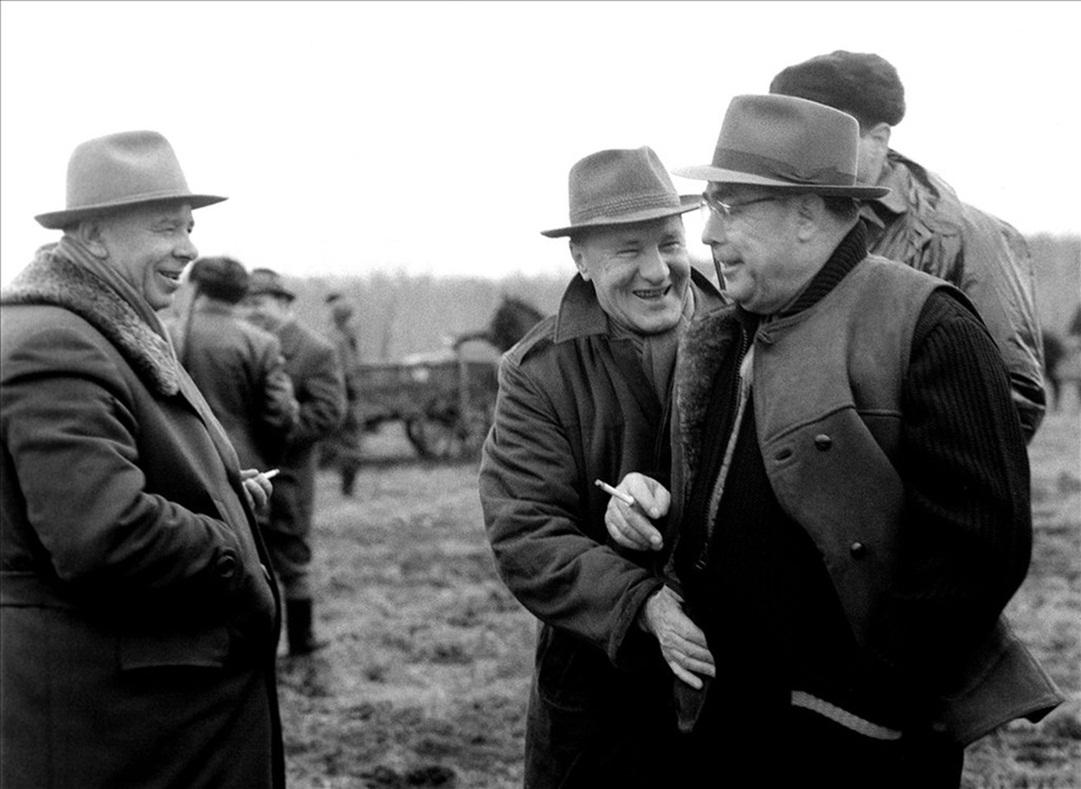 1965. január. Kádár János és Brezsnyev, a Szovjetunió Kommunista Pártja Központi Bizottságának első titkára valamint Podgornij, a Szovjetunió Legfelső Tanácsa Elnökségének elnöke vadászik Soponyán..jpg