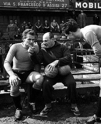 330px-nazionale_di_calcio_dell_italia_-_giampiero_boniperti_lajos_czeizler.jpg