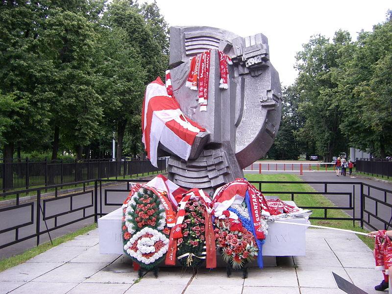 Az áldozatok emlékműve.jpg