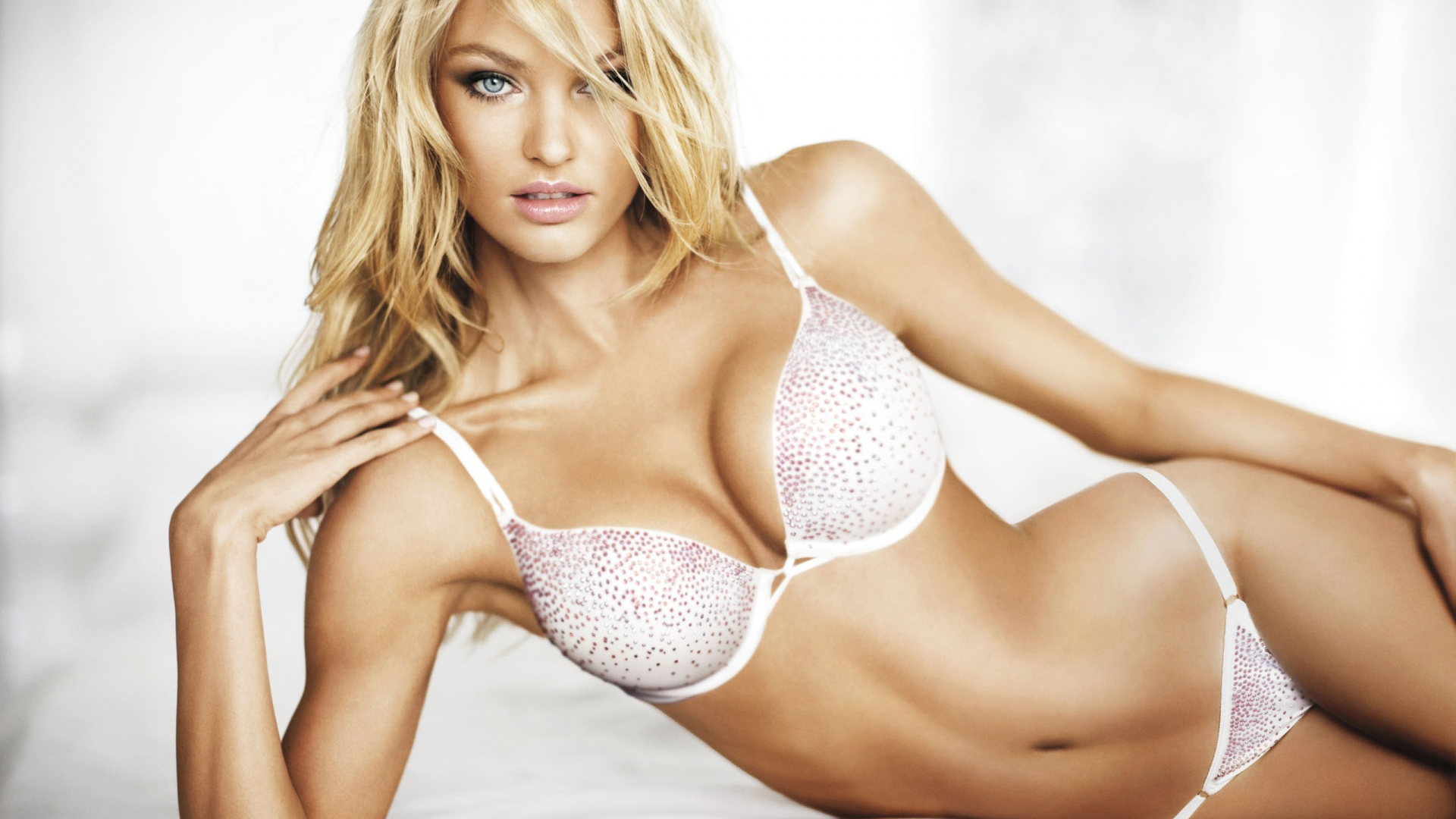 candice-swanepoel-4.png