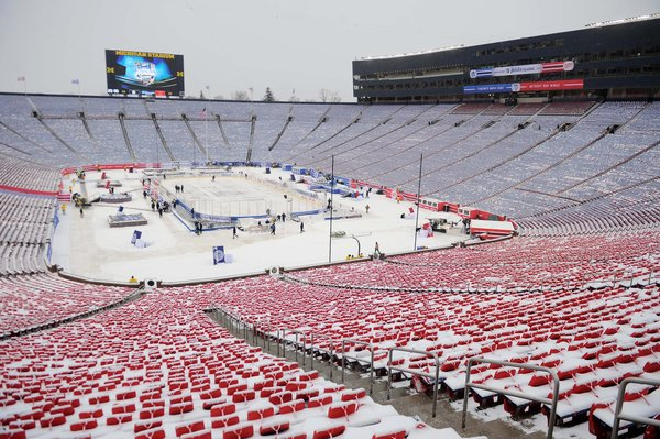 chi-leafs-red-wings-meet-in-big-house-for-2014-001.jpeg