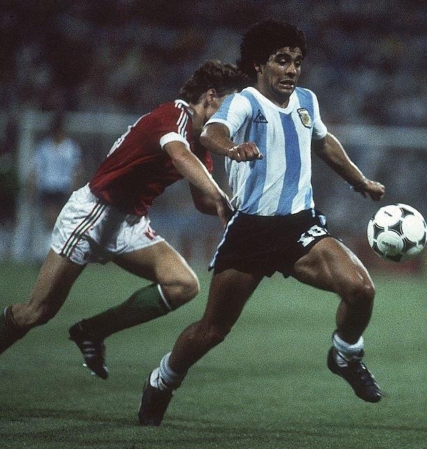 idokapszula_1982_spanyolorszagi_labdarugo_vilagbajnoksag_argentina_magyarorszag_maradona_sallai.jpg
