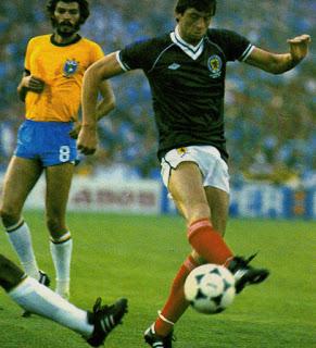 idokapszula_1982_spanyolorszagi_labdarugo_vilagbajnoksag_brazilia_skocia_socrates_david_narey.jpg