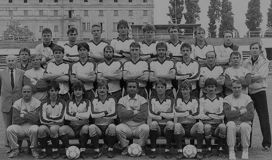 ket_evtized_magyar_kapusai_petry_zsolt_mtk_vm_1987.jpg