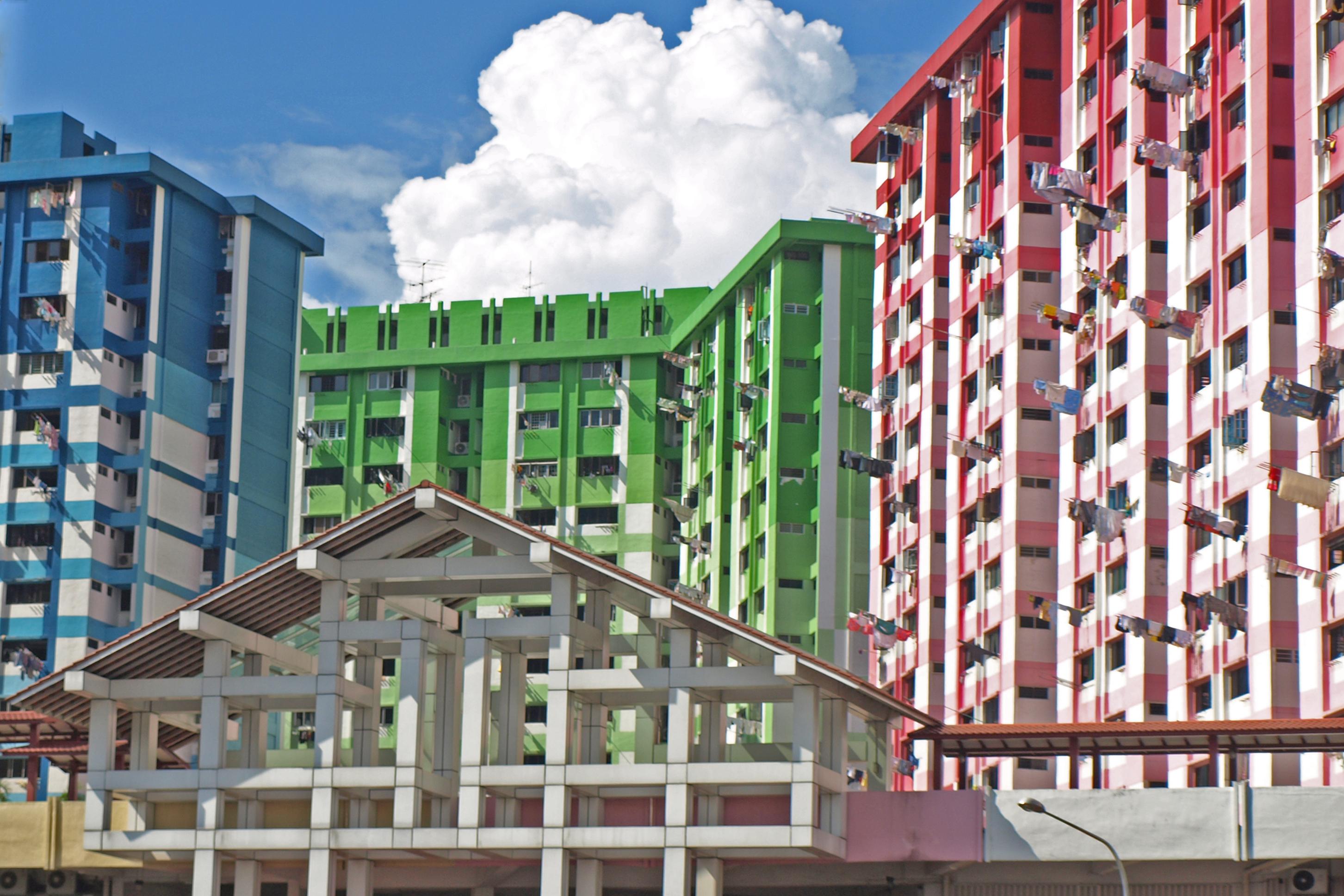 Szingapúri színes házak. A ruhaszárítás módja különösen érdekes