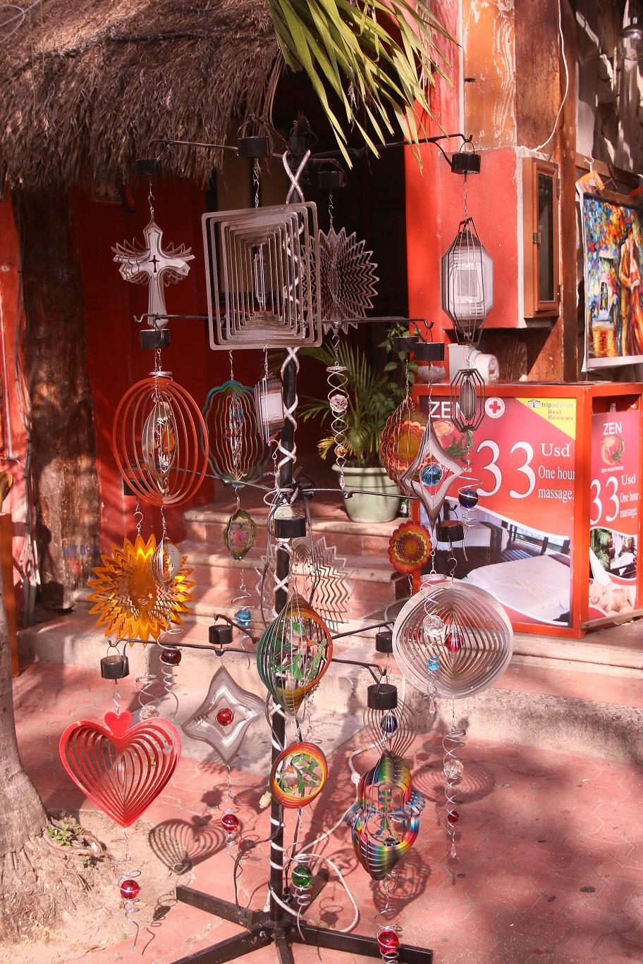 Ezeket a forgó bigyókat mindenfelé árulják, mint dekorációt. A Quintán sétálva Csücsök újra és újra rájuk csodálkozott