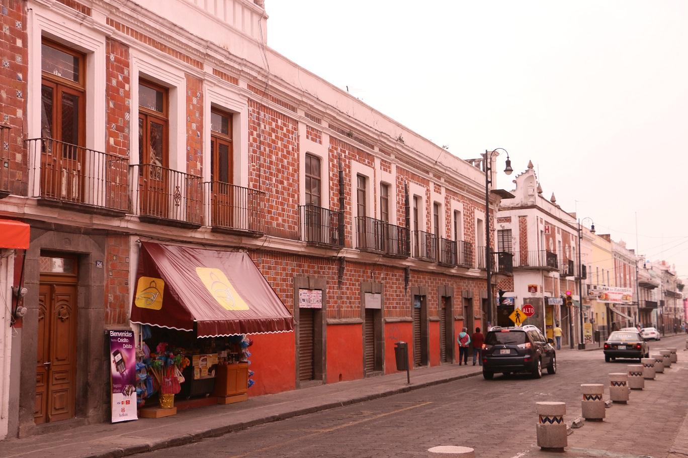 Koloniál utcakép