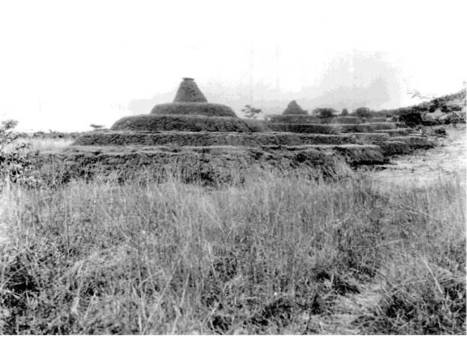 12_a_nigeriai_nsude_piramis.jpg